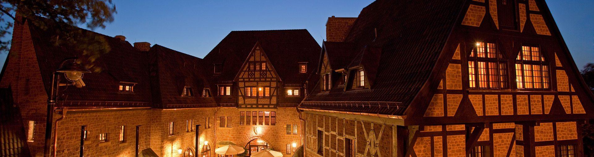 Innenhof Nacht header