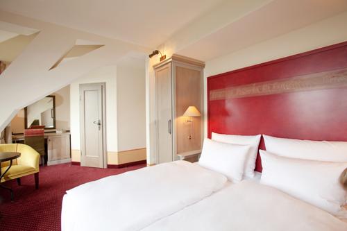 Übernachtung im Burgzimmer für die Auszeit im Romantik Hotel auf der Wartburg in Eisenach