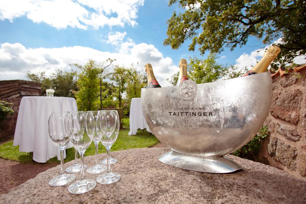 Hochzeit mit Champagner im Romantik Hotel auf der Wartburg in Eisenach
